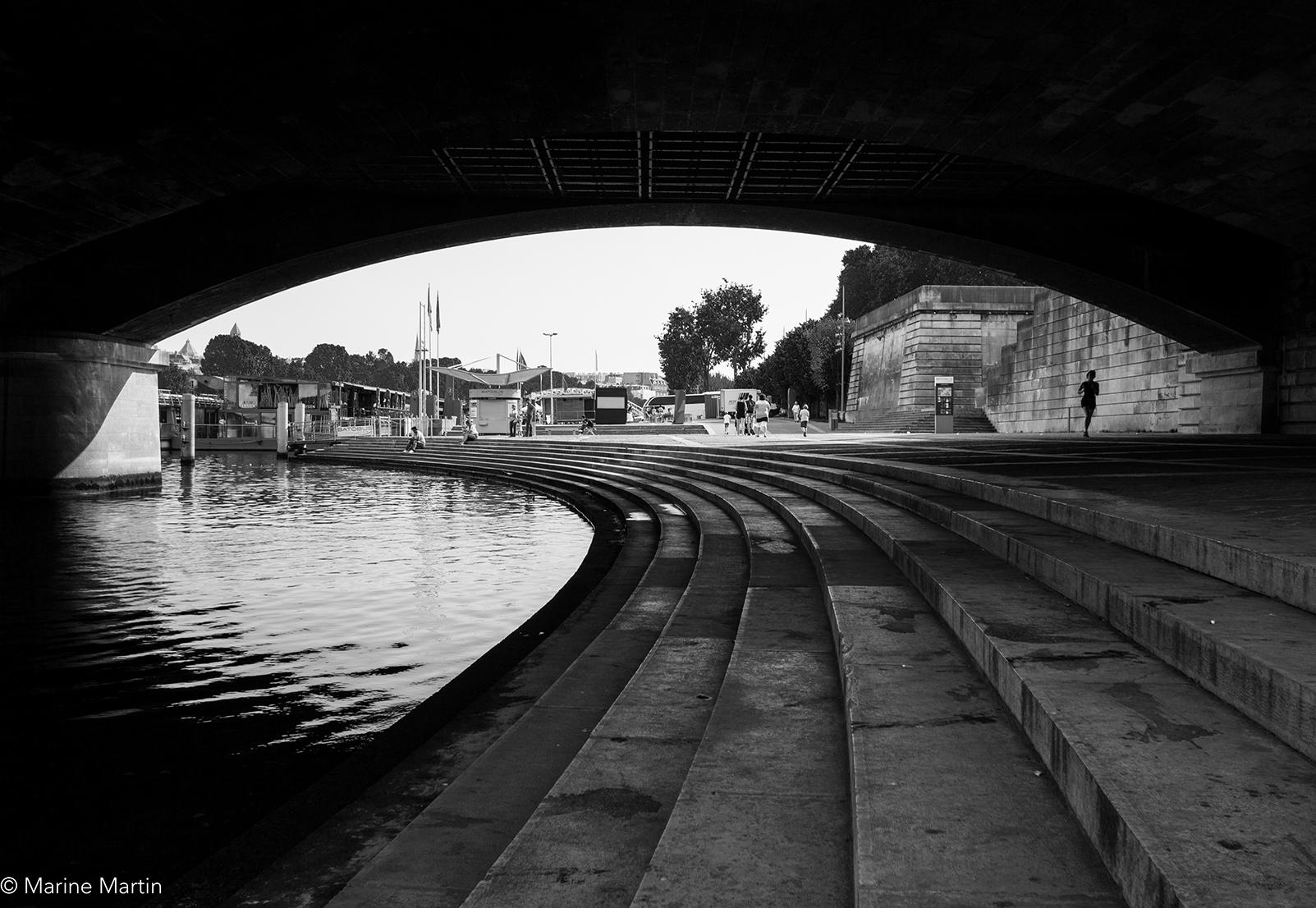 Journée à Paris : sous un pont parisien