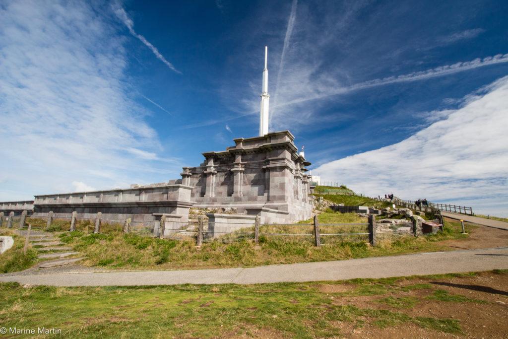 Volcans - Temple de Mercure au sommet du Puy de Dome