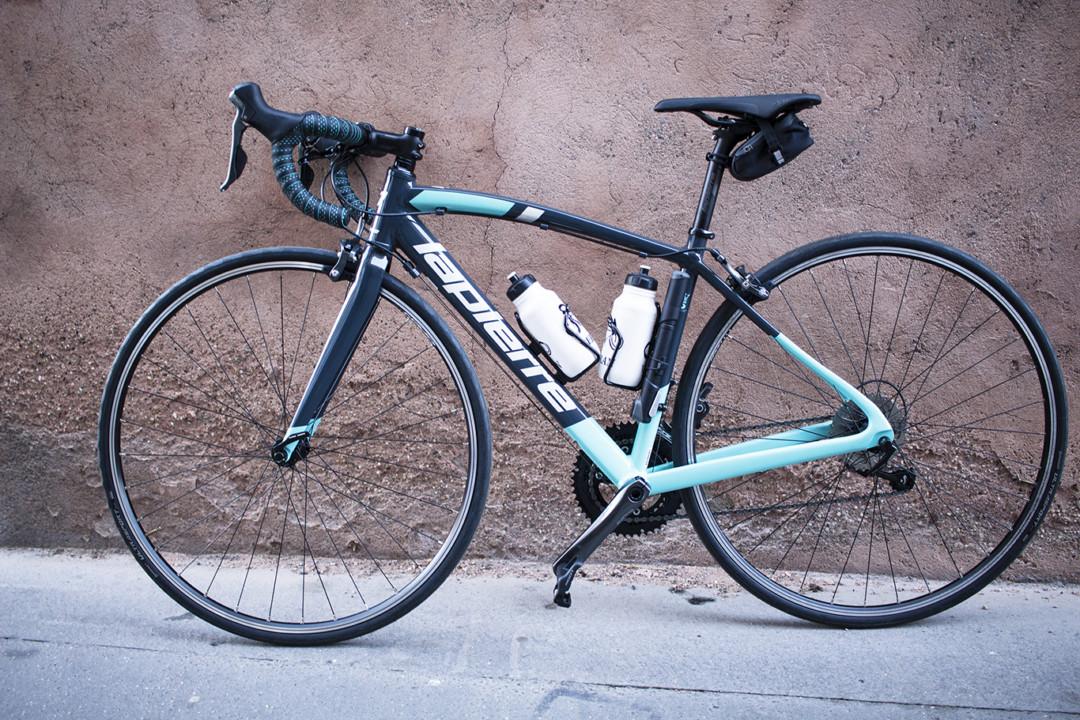 Choisir son premier vélo de route : une recherche efficace