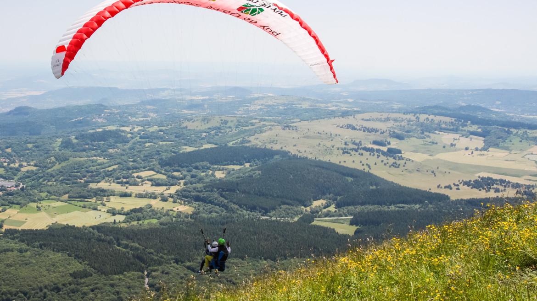 Le Puy de Dôme vu du ciel : mon premier vol en parapente