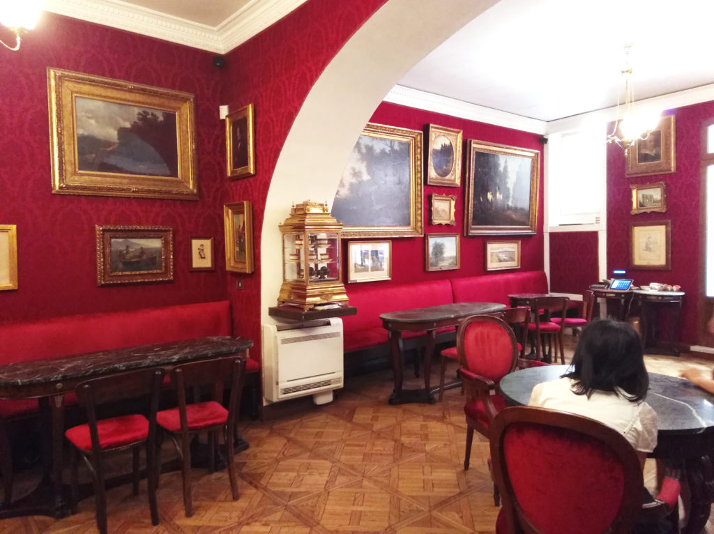 10 meilleures adresses à Rome - Interieur Salle Caffé Greco Rome