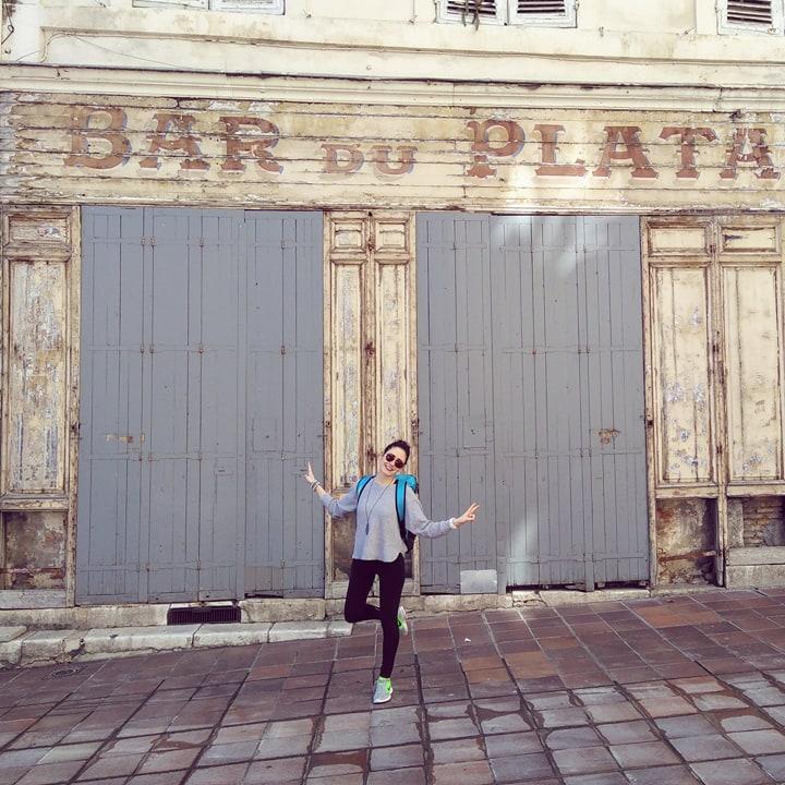 Marseille : moi devant le bar du platane