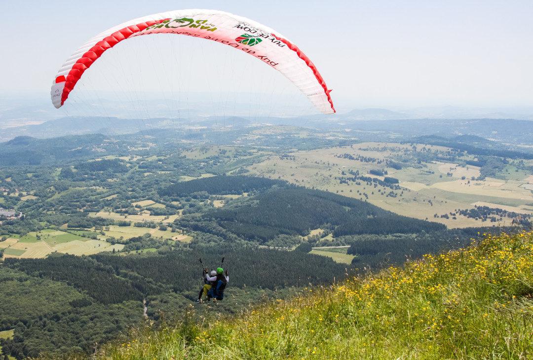 Le Puy de Dôme vu du ciel : vol en parapente