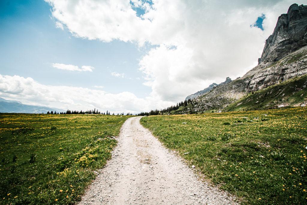 Sentier en direction des Chalets d'Ayères