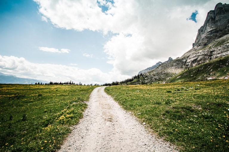 Sentier vers les Chalets d'Ayères