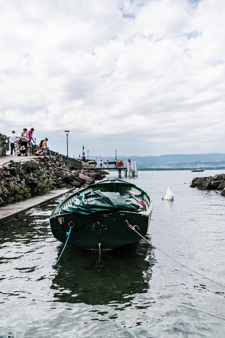Yvoire, barque au bord l'eau