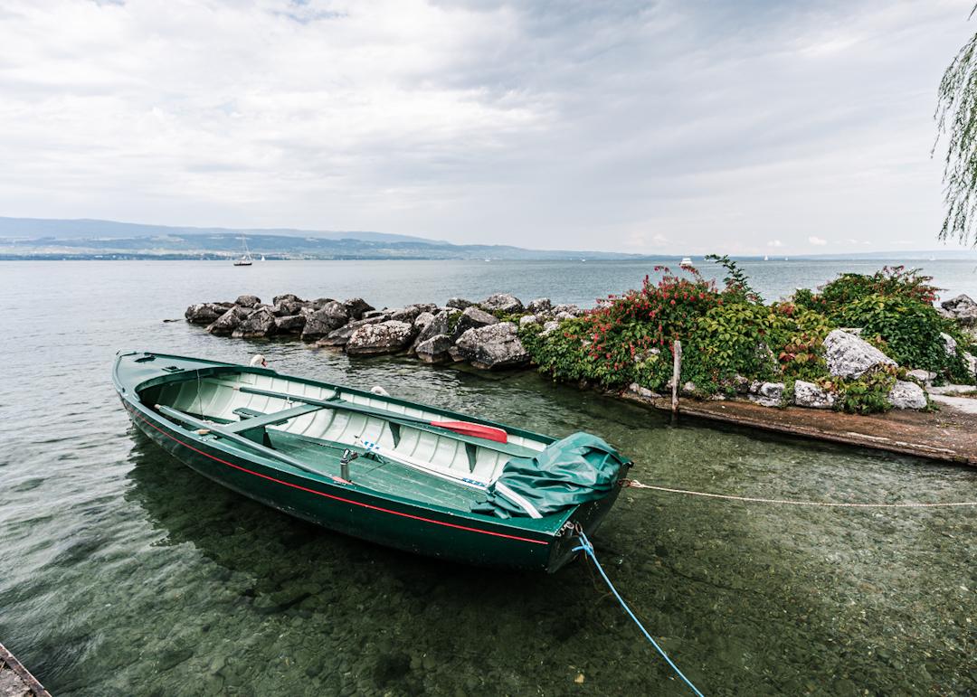 Barque au bord l'eau
