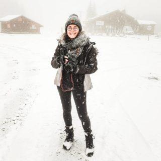 Se balader sous la neige pour le boulot 👌 Ya pire pour démarrer ce mois de décembre 😁 Direction l'ambiance de Noël 🌲☃️  . . #snowfall #snow #moutains #montagne #montblanc #savoiemontblanc #hautesavoie #nature #december #winter #winteriscoming #neige #skiresort