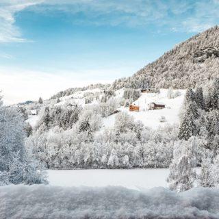 Réveil magique ❄☃️🌲  . . #neige #snow #savoiemontblanc #explore_aura #landscapephotography #savoie #morningsnow #snowfall #winter #skiing #snowday #moutains #montagne #moutainlife